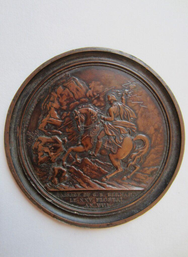 Médaillon représentant Bonaparte au passage du Grand St. Bernard