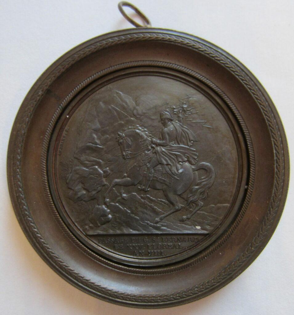 Médaillon représentant le passage du col du Saint-Bernard